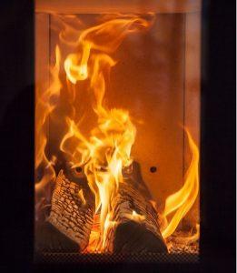 Das Flammenspiel eines offenen Feuers ist faszinierend und wärmend zugleich.